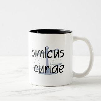 Amicus curiae.  Taza del abogado con la frase