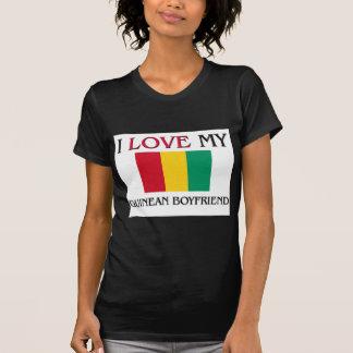 Amo a mi novio guineano camiseta