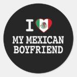 Amo a mi novio mexicano con la bandera del corazón pegatina redonda