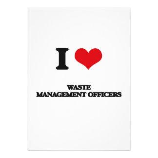 Amo a oficiales de la gestión de desechos comunicado