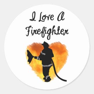 Amo a un bombero pegatina redonda