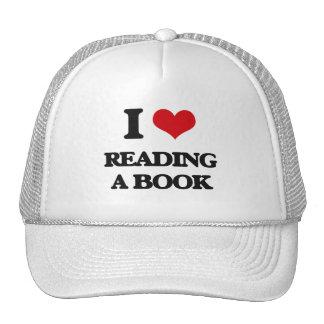 Amo el leer de un libro gorra