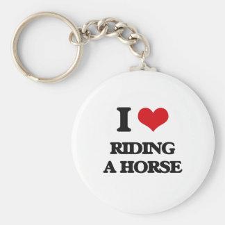 Amo el montar de un caballo llavero redondo tipo chapa