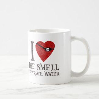 Amo el olor de la taza del agua del pirata