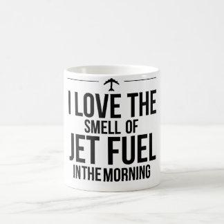 Amo el olor de la taza del combustible de avión