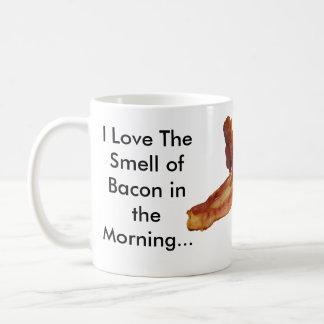 Amo el olor del tocino por la mañana… taza de café