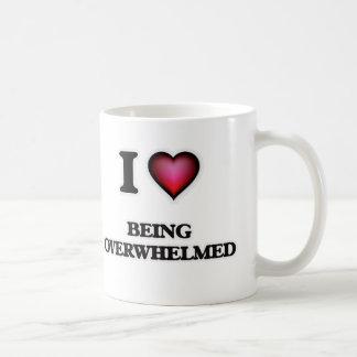 Amo el ser abrumado taza de café