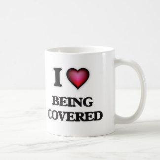 Amo el ser cubierto taza de café
