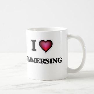 Amo el sumergir taza de café