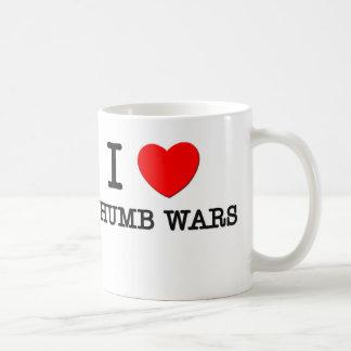 Amo guerras del pulgar tazas de café