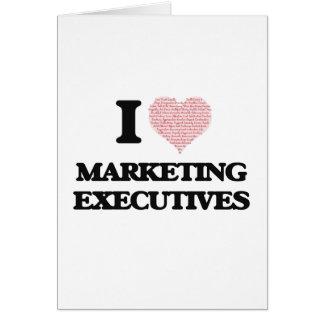 Amo los ejecutivos de marketing (corazón hecho de tarjeta de felicitación