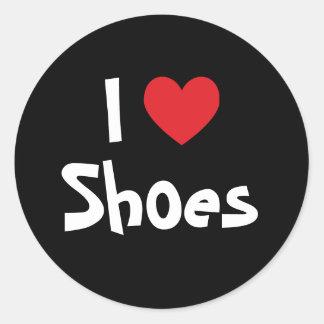 Amo los zapatos pegatina redonda