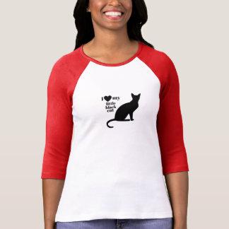 Amo mi pequeño gato negro camiseta