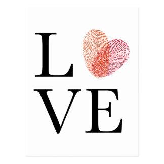 Amor con el corazón rojo de la huella dactilar postal