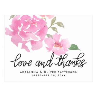 Amor de Handlettered y flores rosadas de los Postal