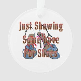 Amor de la CAMISETA para los zapatos