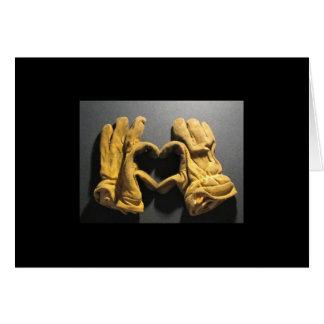 Amor de la demostración de los guantes del bombero tarjeta de felicitación