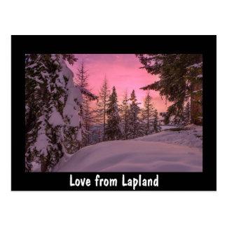 Amor de la postal de la puesta del sol de Laponia
