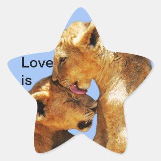 Amor de los leones del bebé pegatina en forma de estrella