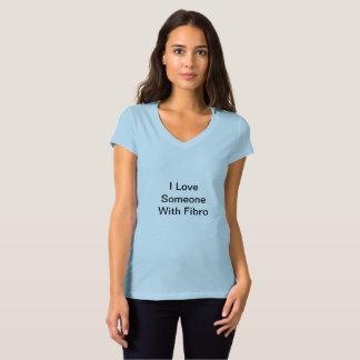 Amor del cuello en v I alguien con la camiseta