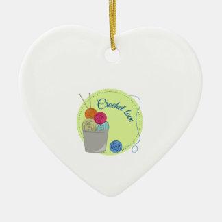 Amor del ganchillo adorno de cerámica en forma de corazón