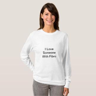 Amor del I de las mujeres alguien con la camisa