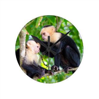 Amor del mono reloj redondo mediano