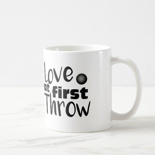 Amor en el primer tiro, taza lanzamiento de peso