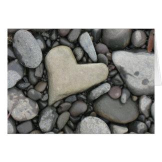Amor en la tarjeta de felicitación de las rocas