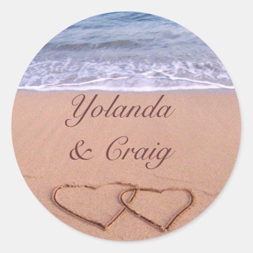 Amor en los pegatinas del boda de playa pegatina redonda