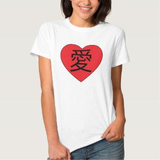 Amor escrito en camiseta japonesa