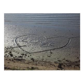 Amor escrito en la arena postal