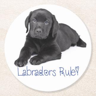 Amor negro del azul del perro de perrito del posavasos redondo de papel
