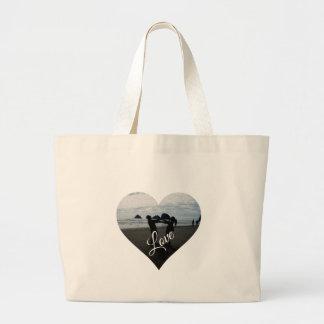 Amor (silueta de amantes jovenes en la playa) bolsa tela grande