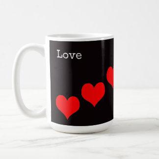 Amor y corazones clásicos de la taza