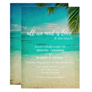 Amor y la invitación del boda de playa
