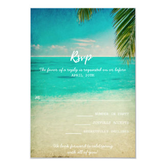 Amor y la tarjeta de RSVP del boda de playa
