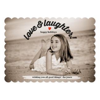 Amor y risa con la foto trasera invitación