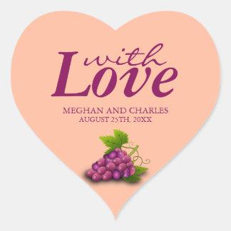Amor y sellos en forma de corazón del sobre del