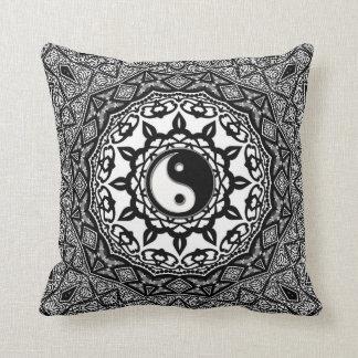 Amortiguador tribal del arte de la fusión de Yin Y Almohadas