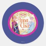 Ana y Elsa con el marco floral Etiqueta Redonda