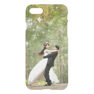 Añada su propio boda o foto del compromiso clara funda para iPhone 7