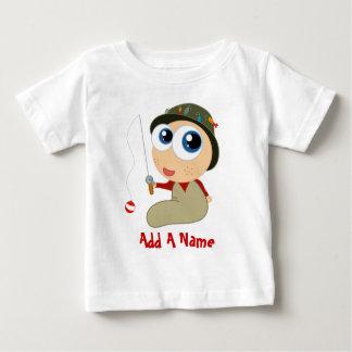 Añada una camiseta conocida del bebé de la pesca