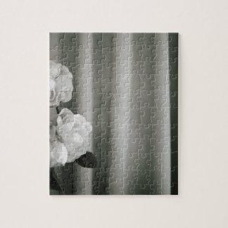 Analog silver gelatin 35mm film photo of white ros puzzles con fotos