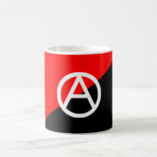 Anarquía blanco y negro roja de la bandera del ana taza de café