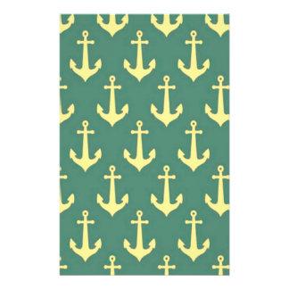 Ancla amarilla en modelo verde del fondo del folleto 14 x 21,6 cm