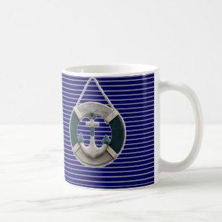 Ancla náutica de muy buen gusto de la playa de la taza de café