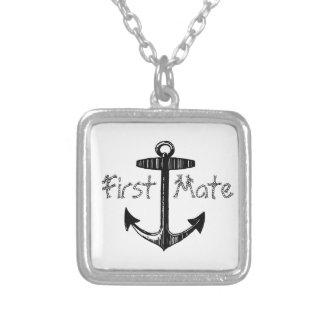 Ancla náutica del primer compañero collar plateado