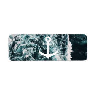 Ancla náutica en fondo de la foto del océano etiqueta de remitente