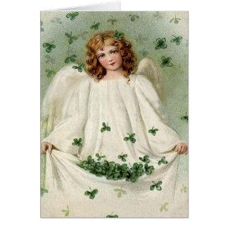 Ángel con la tarjeta del día de St Patrick del